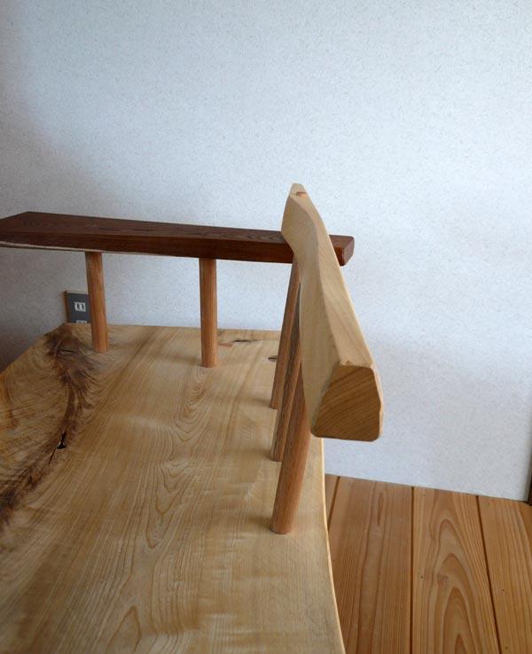 き栓の椅子 背のカーブ